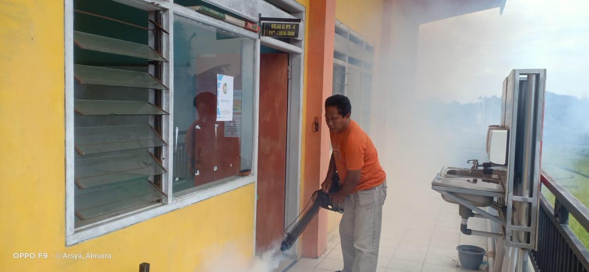 Proses FOGGING di lingkungan Sekolah SMA Baitul Arqom